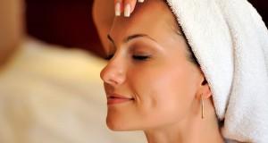 massage 300x160 - آموزش کاهش پف صورت با ماساژ