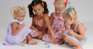 ضررهای لاک ناخن برای کودکان